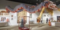 6_Ausstellungsansicht mit chinesischen Kostbarkeiten