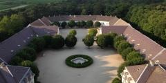 Innenhoefe Schloss Halbturn
